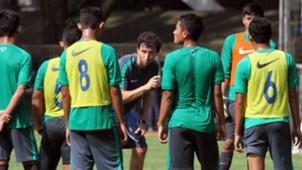 Luis Milla - Latihan Timnas Indonesia U-22