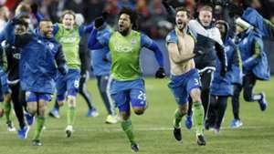 Roman Torres Brad Evans Seattle Sounders MLS Cup final 12102016
