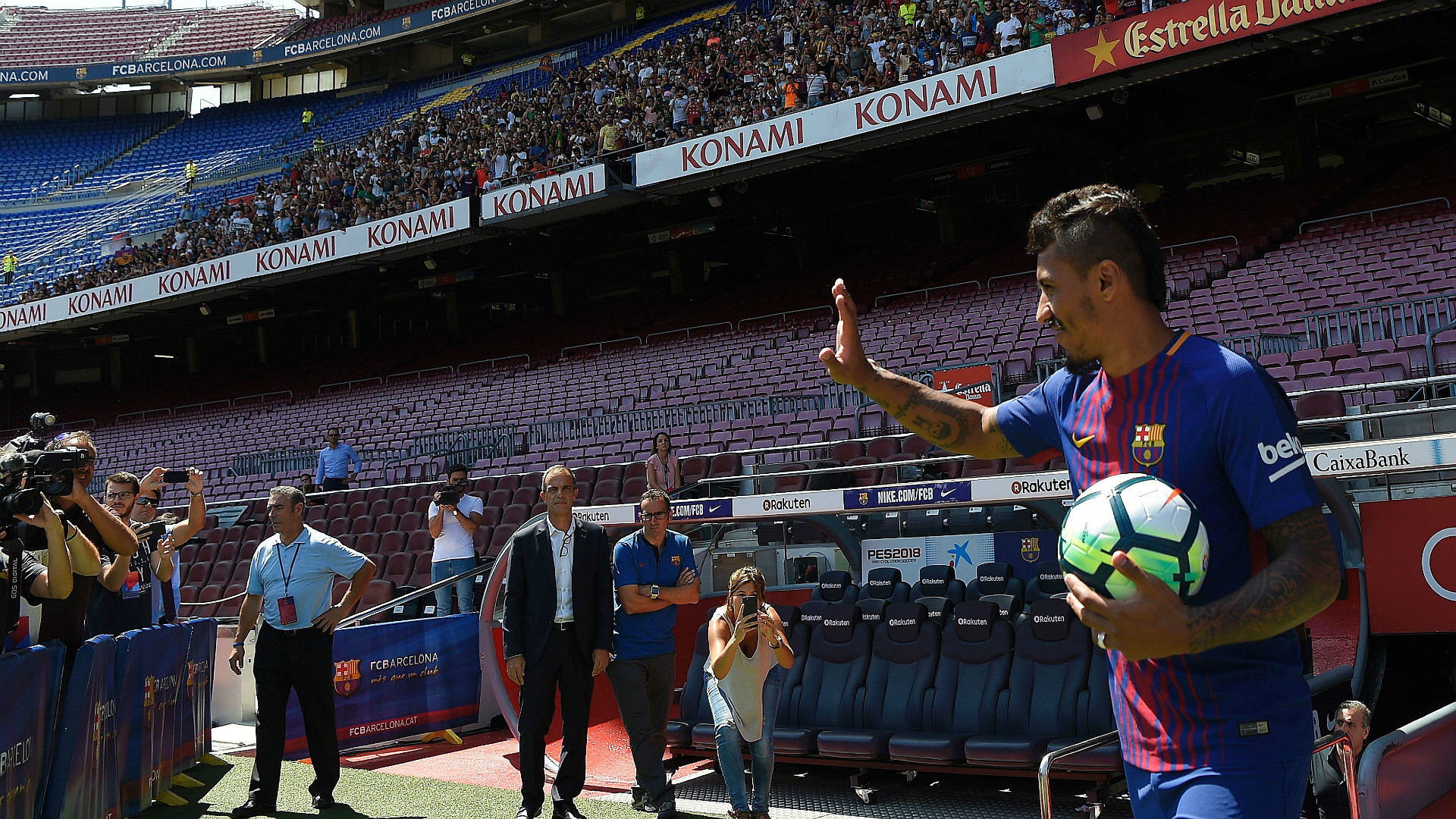 Paulinho Barcelona Unveiling