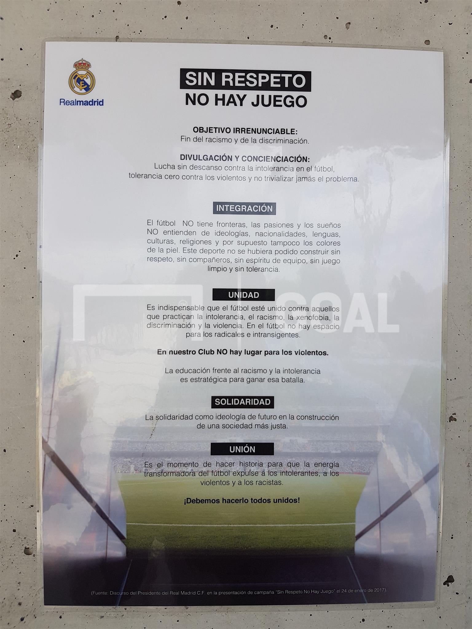 BODY ONLY - Real Madrid poster in Valdebebas: