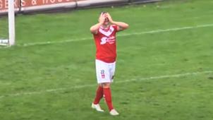 Dennis van Duinen Harkemase Boys miss open goal