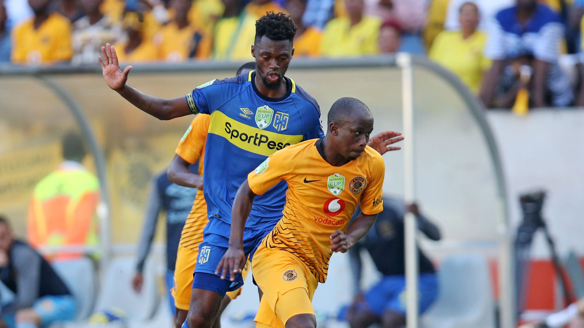 Siphosakhe Ntiya Ntiya of Kaizer Chiefs challenged by Thato Mokeke of Cape Town City, March 2019