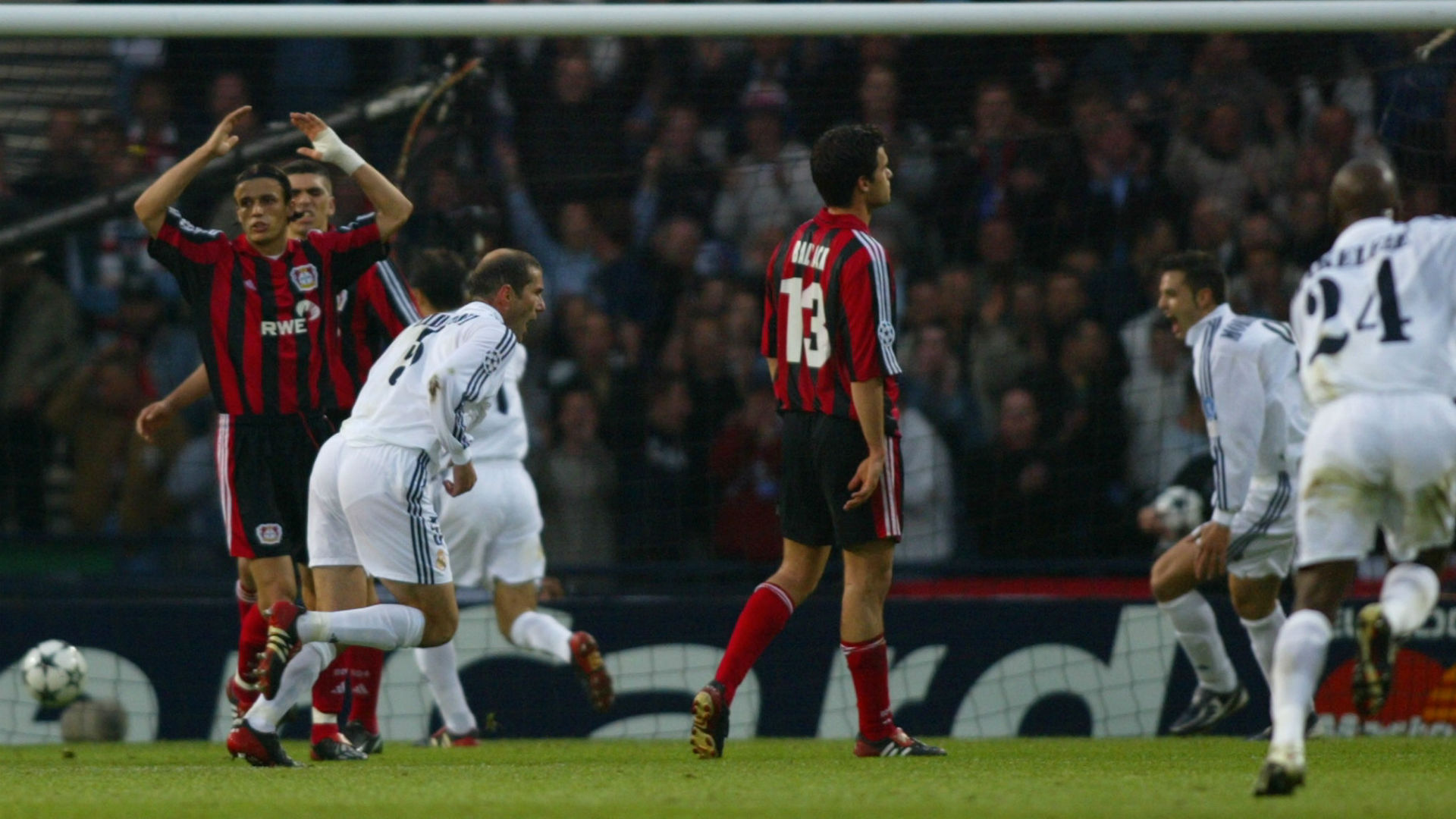Zinedine Zidane Real Madrid Bayer Leverkusen 2002