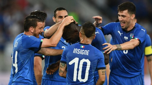Italy celebrates Balotelli goal vs. Saudi Arabia