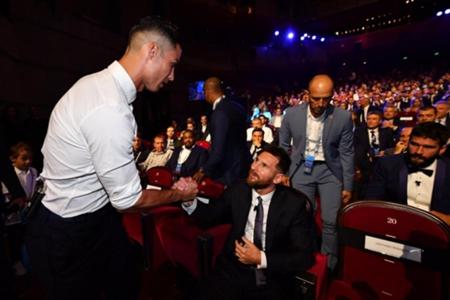 ميسي: لا أمانع تناول العشاء مع رونالدو وأتلتيكو أحدث ثورة   Goal.com