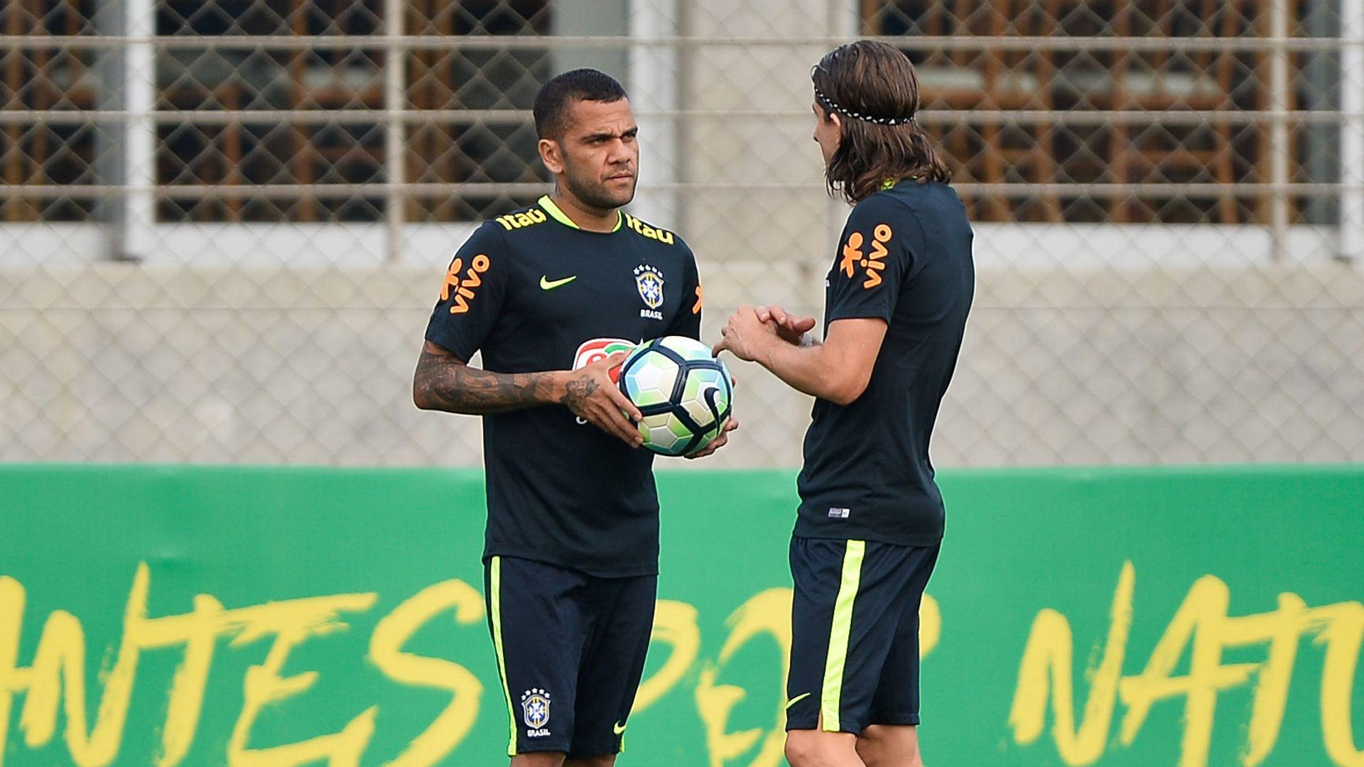 Daniel Alves Filipe Luis Brasil treino 28082017