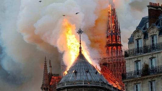 Mbappe, Neymar, Pogba đau buồn khi nhà thờ Đức Bà Paris bất ngờ bốc cháy | Goal.com