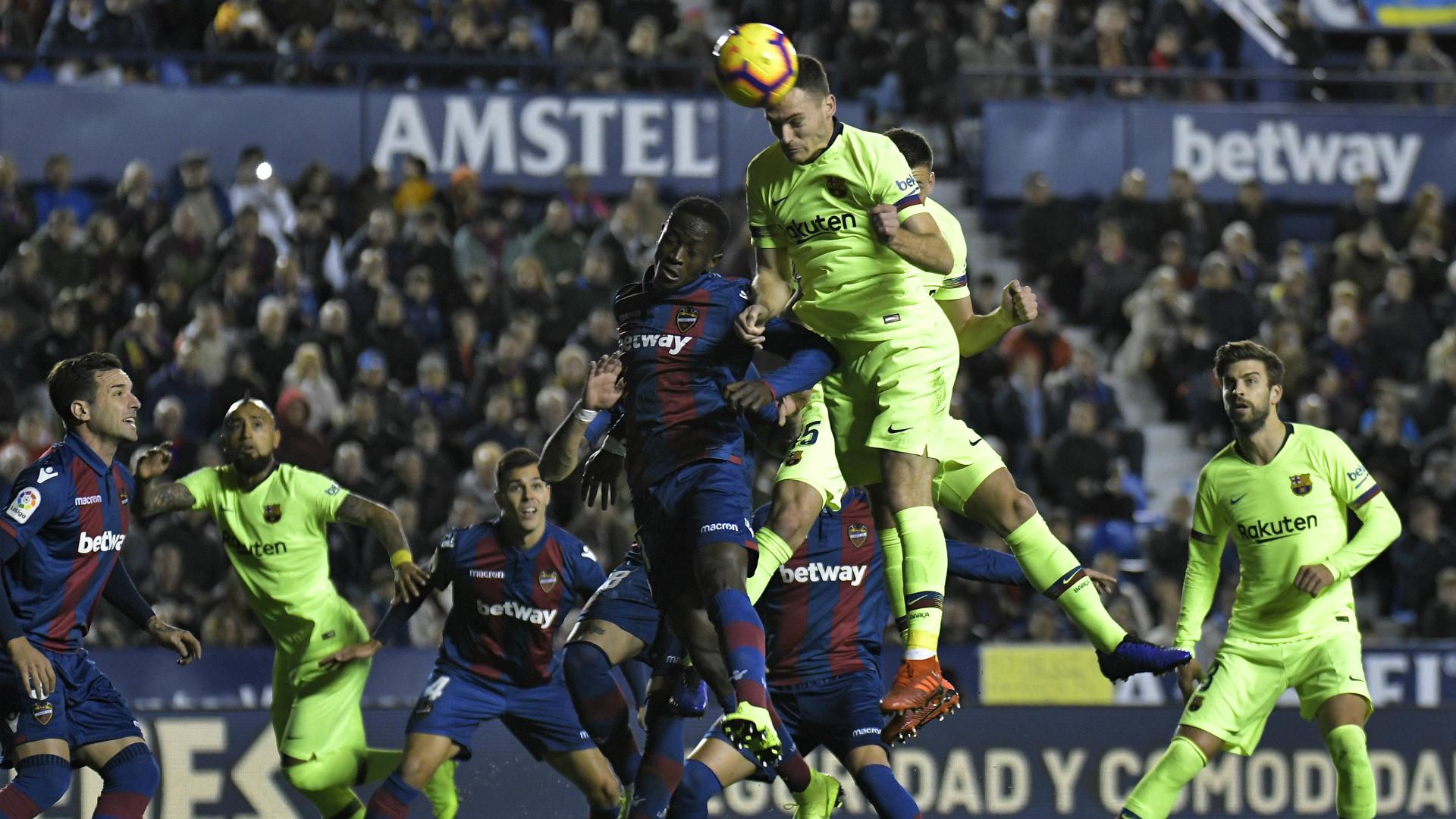 Vermaelen tem lesão confirmada e Barcelona ganha novo problema no setor defensivo