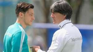 Mesut Özil Joachim Löw 13062018