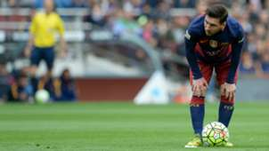 2017-12-13-Messi_free kick