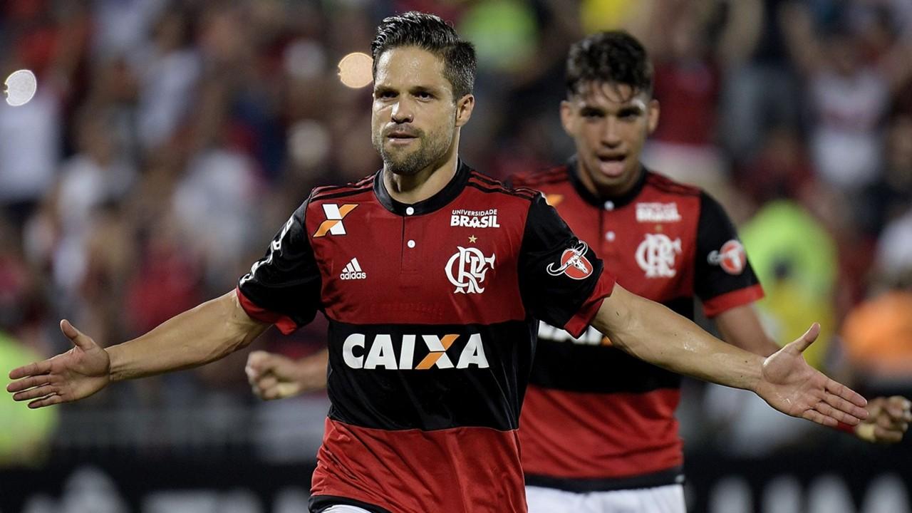 Paquetá comenta disputa com Diego pelas cobranças de falta no Flamengo