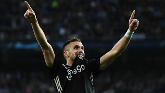 Ajax goleia o Real Madrid no Santiago Bernabéu e avança na Liga dos Campeões