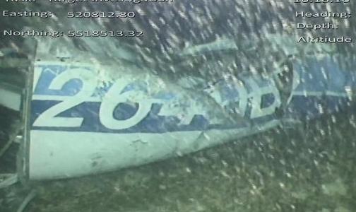 ผลการค้นหารูปภาพสำหรับ ทีมค้นหาลุยเก็บกู้ซากเครื่องบินซาลา