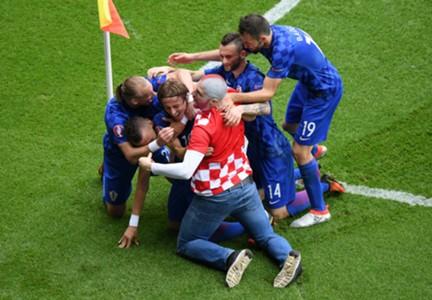 Luka Modric goal Turkey Croatia Euro 2016