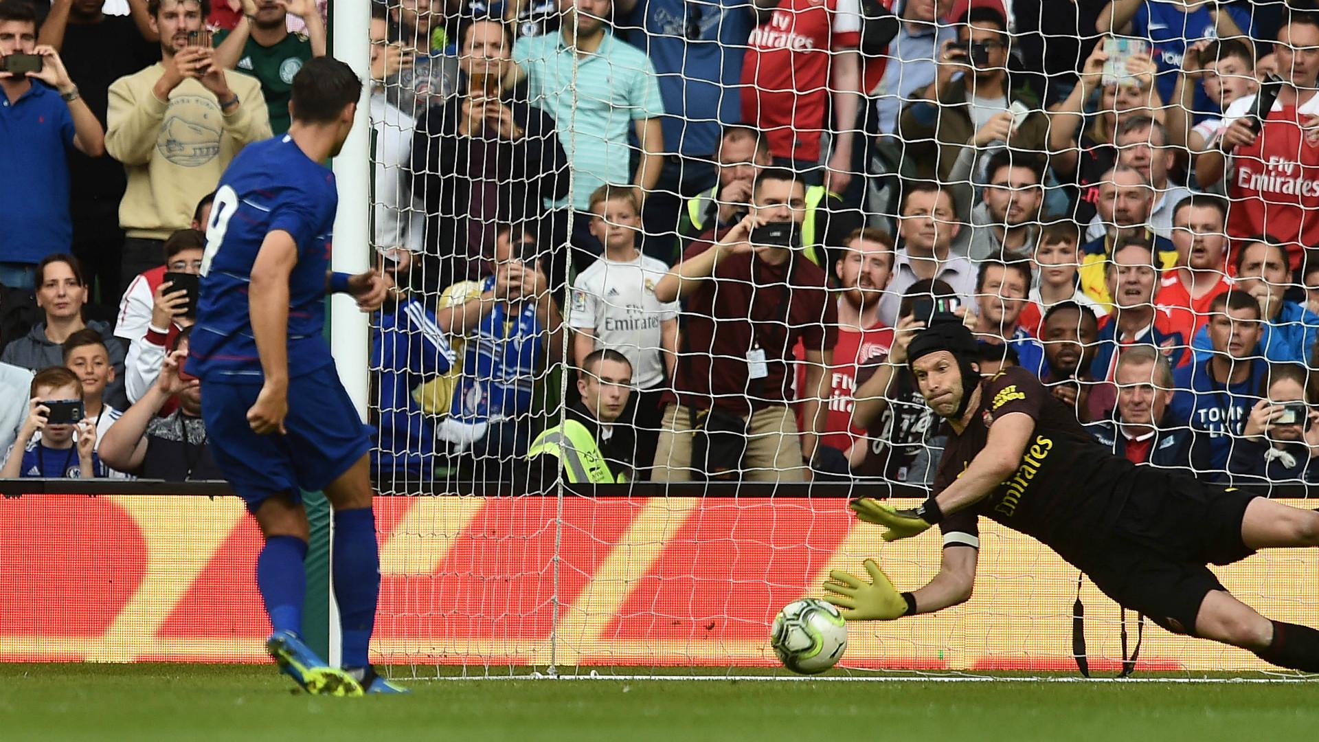 Alvaro Morata Petr Cech Chelsea Arsenal 2018-19