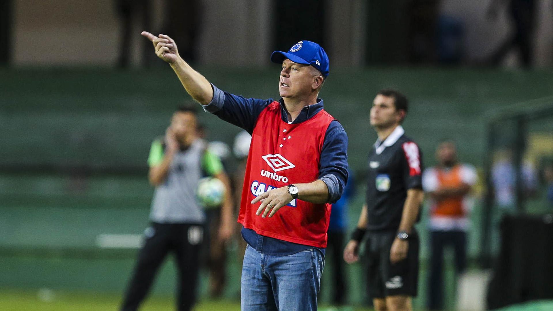 Mano Menezes renova contrato com o Cruzeiro e frustra planos do Palmeiras