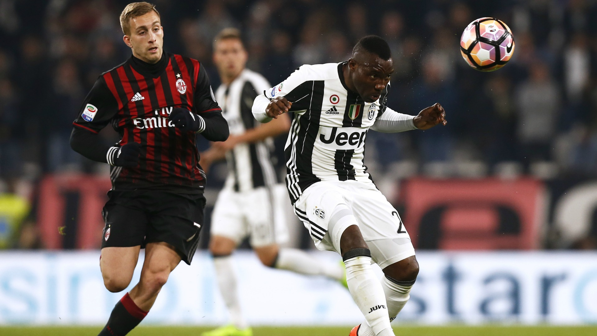 Gerard Deulofeu Asamoah Juventus Milan Serie A