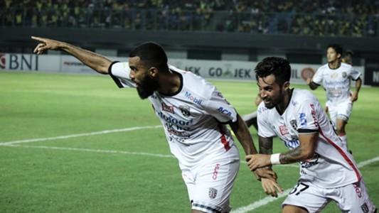 Selebrasi Sylvano Comvalius & Stefano Lilipaly - Bali United