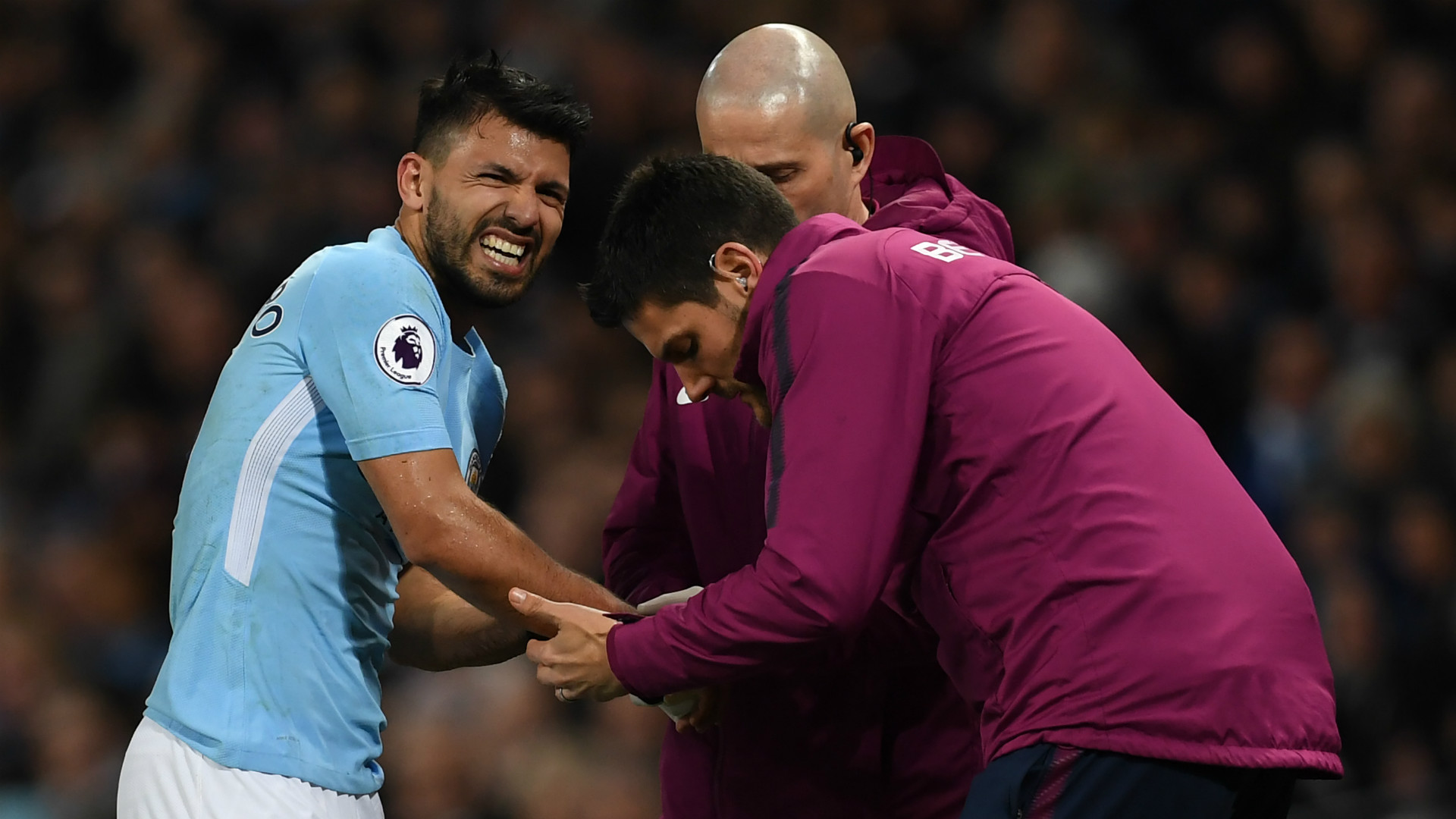 Sergio Aguero suffers knee injury in Manchester City training