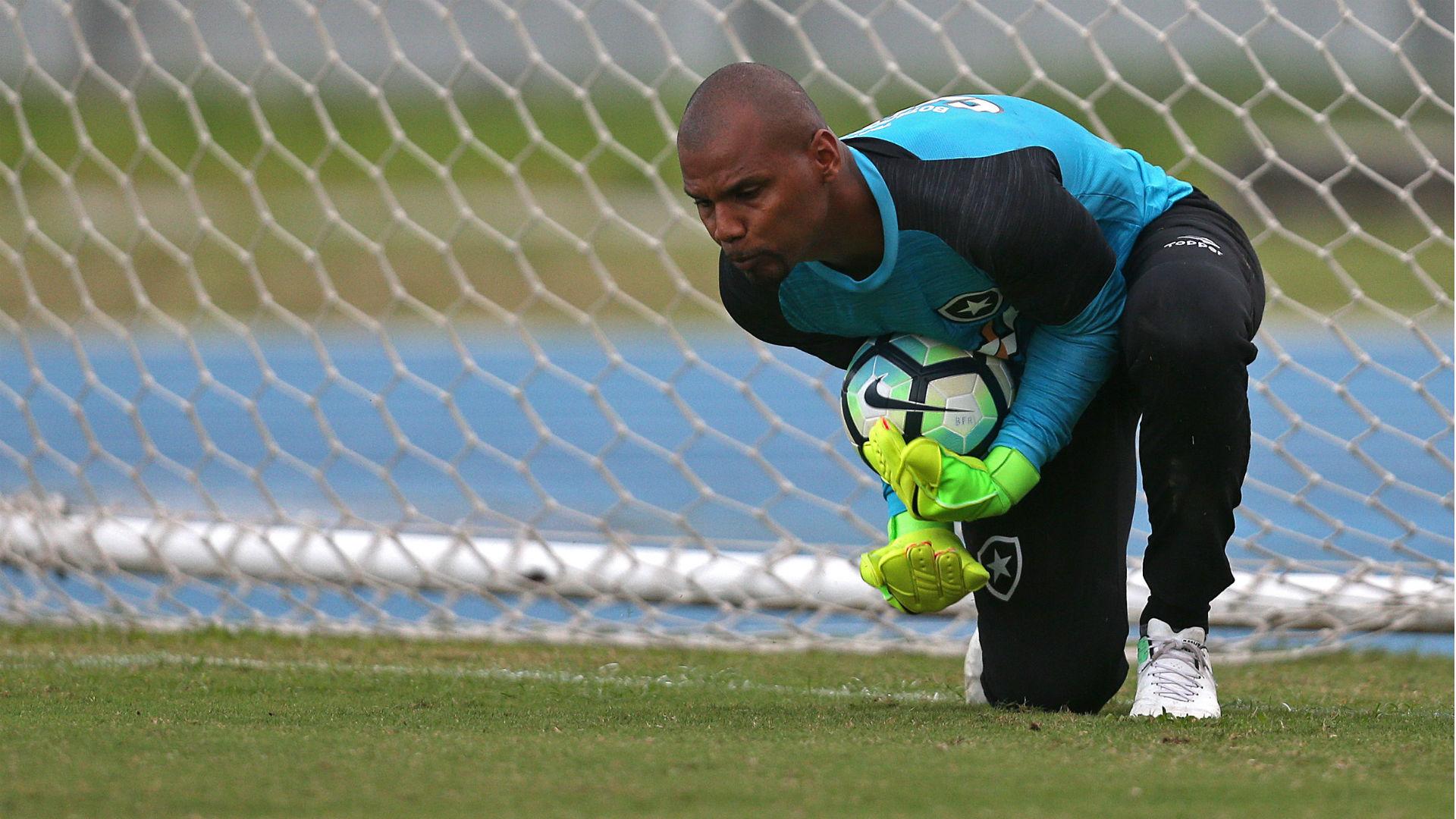 Jefferson tem carro roubado antes de treinamento no Botafogo