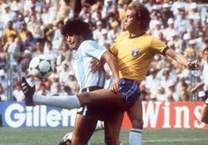 <p><b>FALCAO</b></p> <p>Roma 1980yılında Zico'ya imza attırmayıp, Falcao'yu transfer ettiğinde tğüm dünya gülmüştü. Ancak kahkahalar uzun sürmedi çünkü Falcao 1980'lerin ortasında en kom...