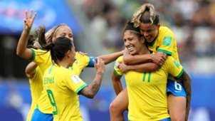 Cristiane, Tamieres e Debinha Brasil Jamaica Copa do Mundo Feminina 2019