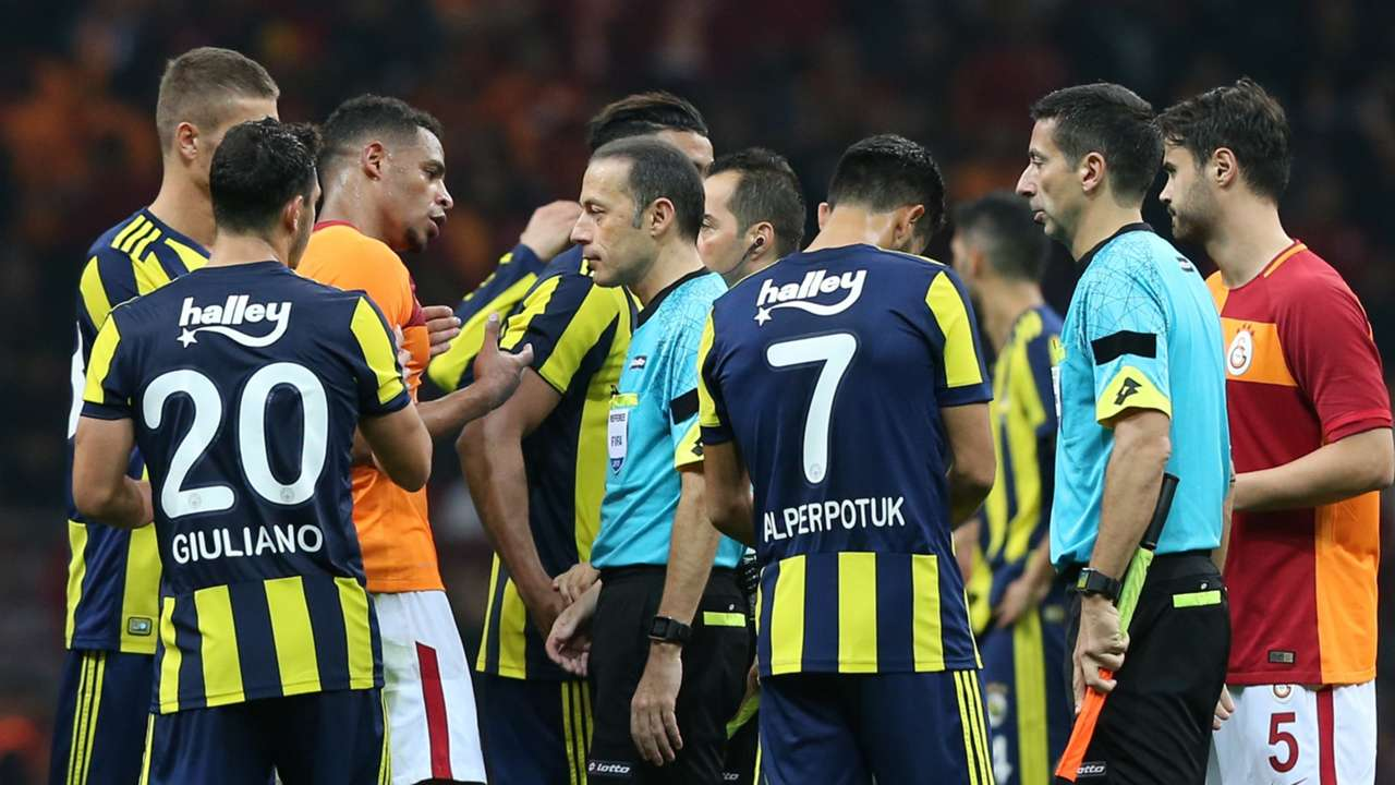 Cuneyt Cakir Galatasaray Fenerbahce
