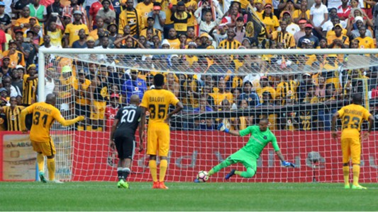 Brighton Mhlongo denies Willard Katsande - Kaizer Chiefs v Orlando Pirates
