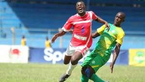 Vincent Odongo of Western Stima v Tom Teka of Kariobangi Sharks.