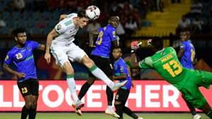 Algeria's Mehdi Tahrat (2nd-L) vies for the ball with Tanzania's goalkeeper Metacha Mnata (R)