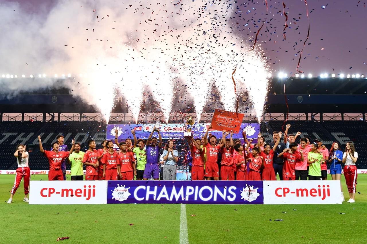 ผลการค้นหารูปภาพสำหรับ ทรูบียูเฉือนบุรีรัมย์ 1-0 คว้าแชมป์ซีพี เมจิ คัพ 2018
