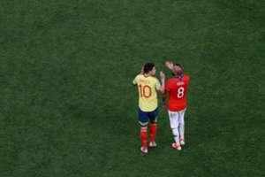 Vidal e James Rodríguez durante Chile x Colômbia na Copa América