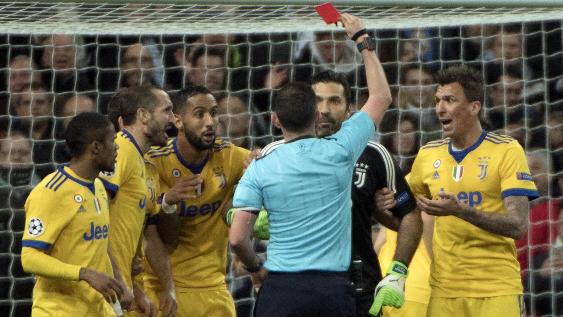 Risultati immagini per rosso a Buffon real madrid