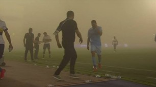 عاصفة ترابية في مباراة النصر والباطن