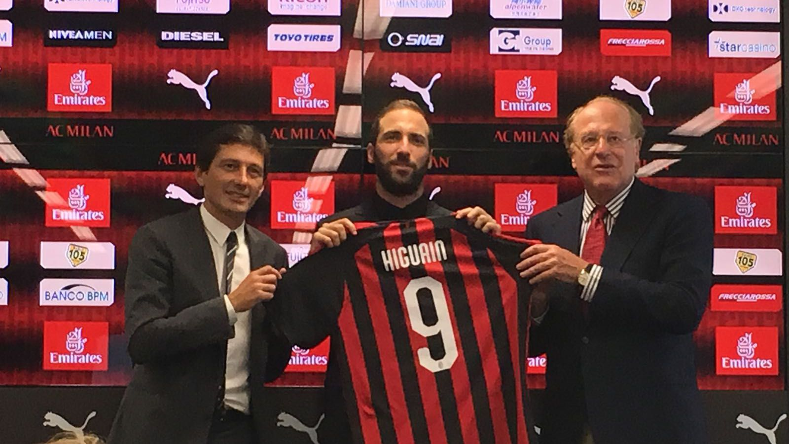 Higuain presentazione Milan