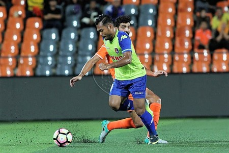 PKNS' Safee Sali playing against Felda United 21/1/2017