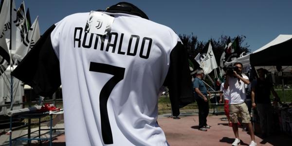 45c9538085a Juventus já arrecada 52 milhões de euros com camisas de Cristiano Ronaldo