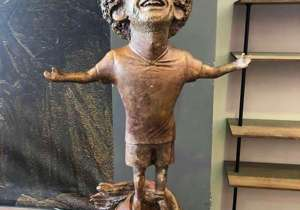 Egipatski umjetnik Mai Abdel Allah izložio je Salahovu statuu i brzo postao predmet poruge na društvenim mrežama