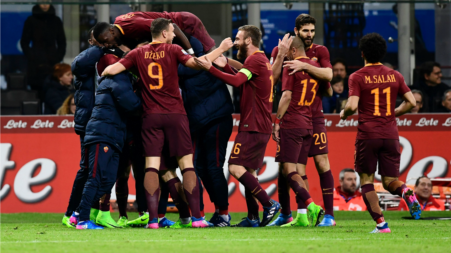 Roma players celebrating vs Inter Serie A 26022017