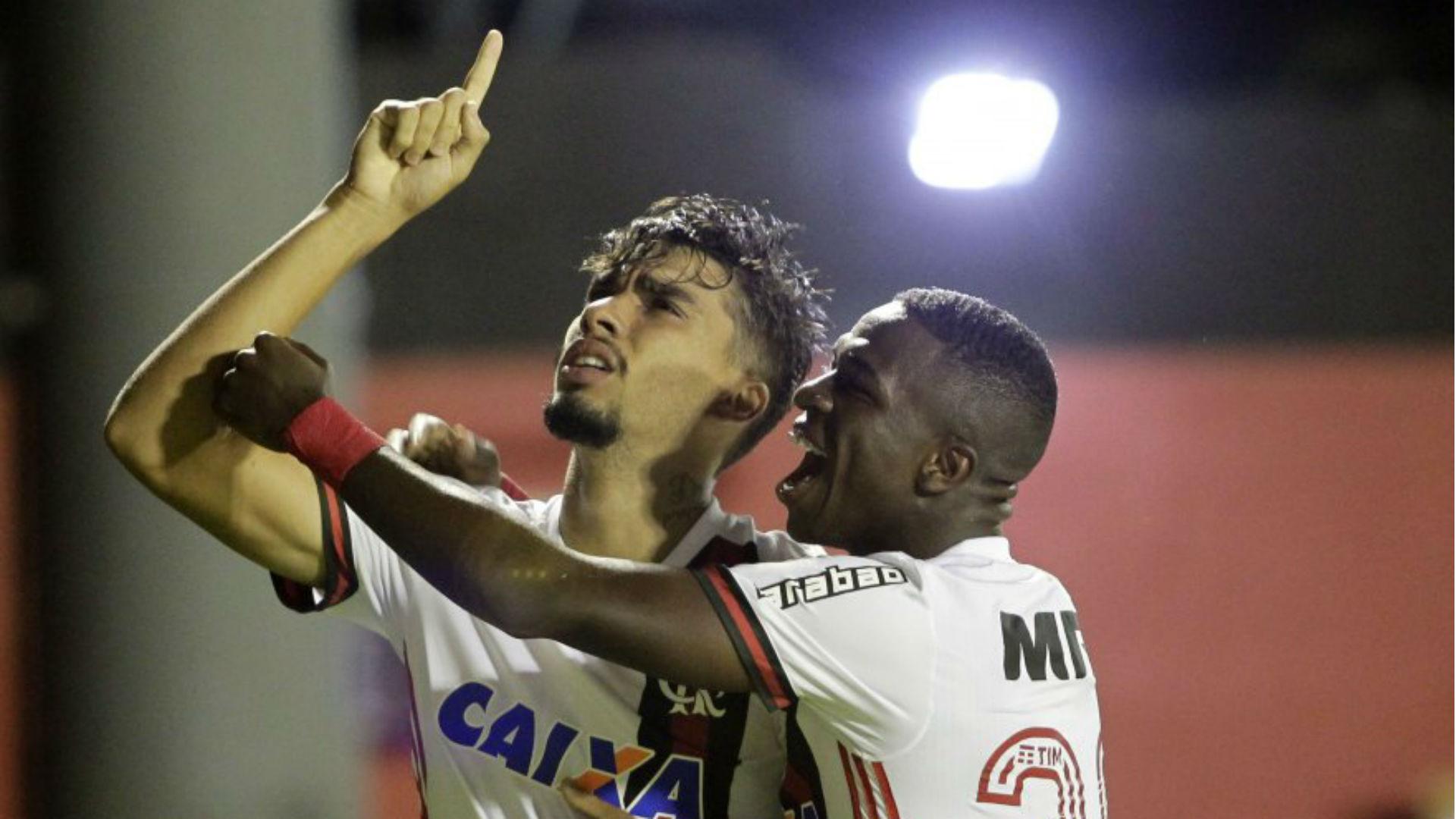 Fla propõe renovação para não perder Everton para o São paulo