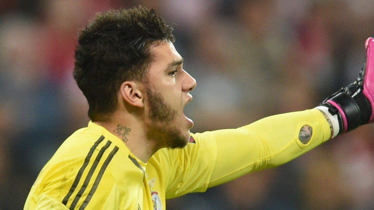 Man City sign Ederson for world record £35 million from Benfica