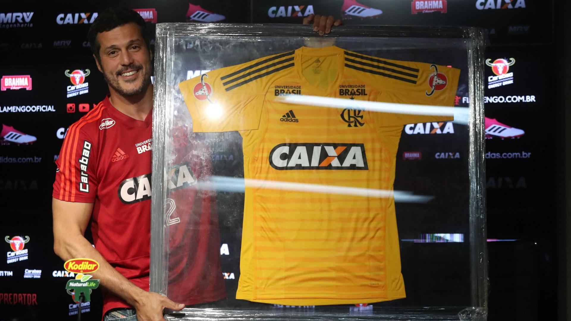 b6bce26add A nova camisa de goleiro do Fla (Foto  Gilvan de Souza  Flamengo    Divulgação)