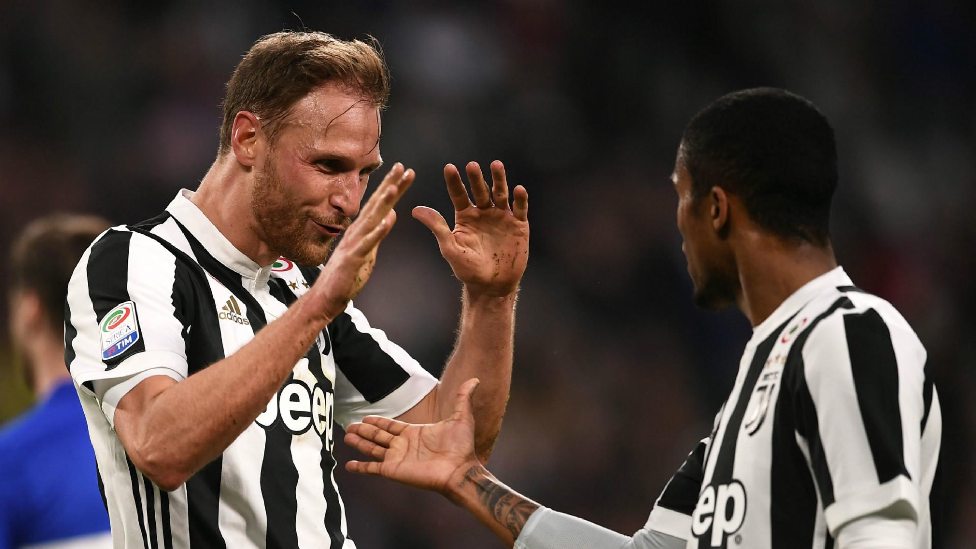 Benedikt Howedes Douglas Costa Juventus