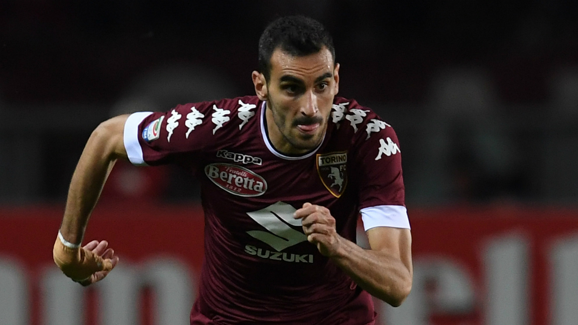 (Image) Davide Zappacosta pictured ahead of his flight to seal Chelsea move