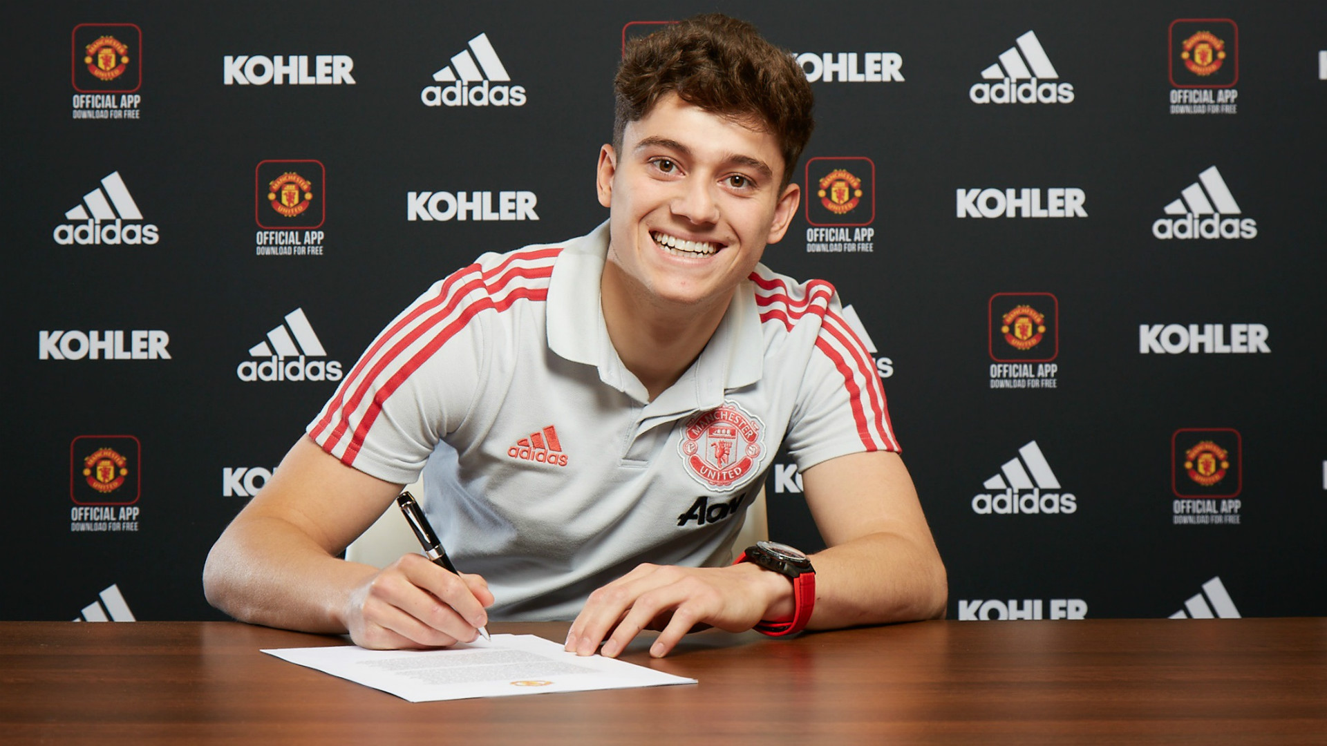 Manchester United complete signing of Welsh winger Daniel James