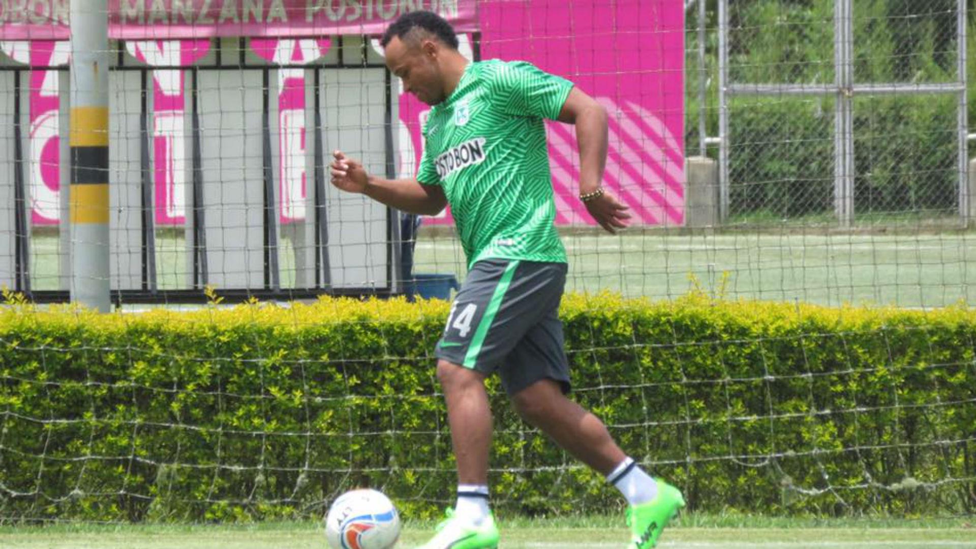 Camilo Zúñiga entrenando con Nacional