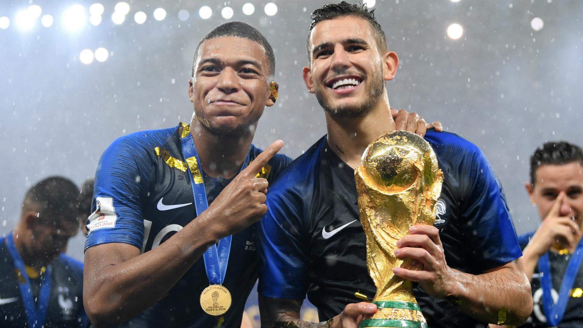 International : La France s'impose face aux Pays-Bas. Giroud marque enfin