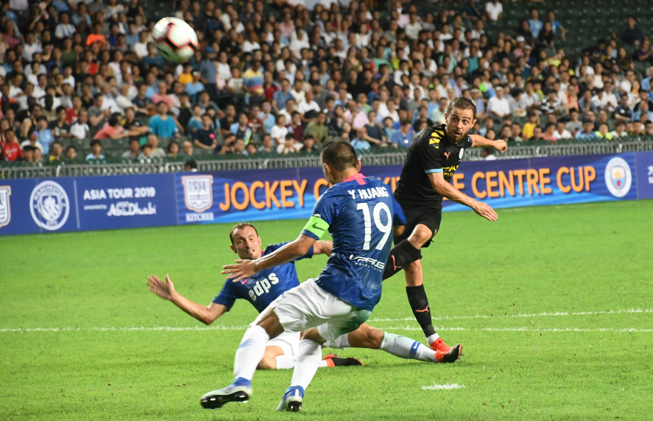 Manchester city to beat Kitchee 6:1,photo b