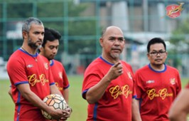 Kelantan head coach Zahasmi Ismail (second from right) 13/1/2017