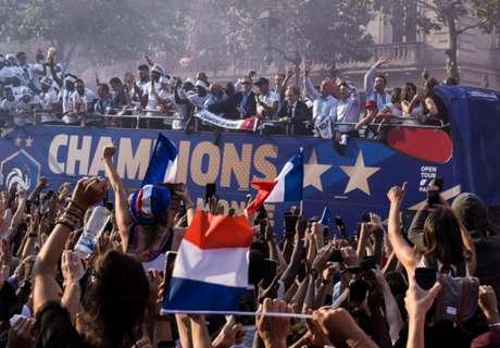 【動画】20年ぶりW杯制覇にフランス大熱狂!優勝パレードに数十万人、チームに最高勲章授与へ